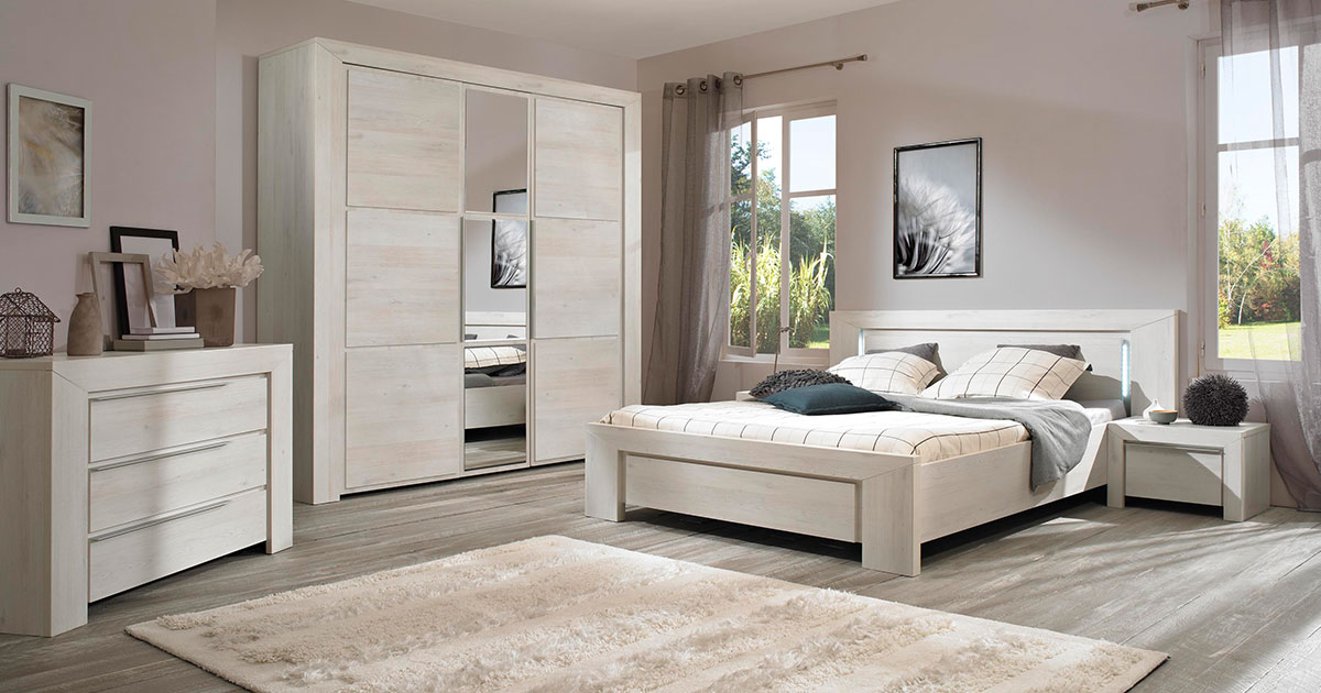 KILCRONEY_FURNITURE_BEDROOM_Latte-King-size-bed-in-Whitewash-Cherrywood